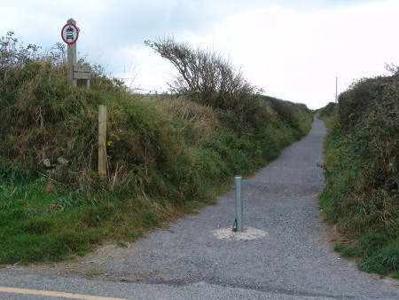 Public footpath leading to the beach at Marloes Sands