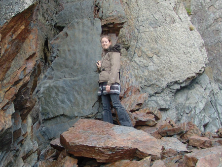 Lucinda Shepherd with a slap of rock containing prehistoric ripple marks
